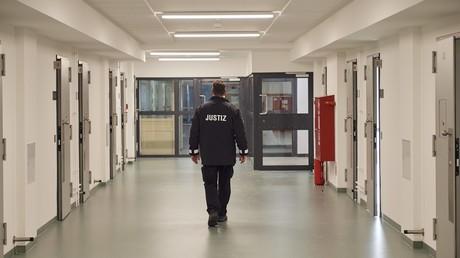 Bericht: Gefängnisse in allen Bundesländern überlastet (Symbolbild)