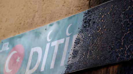 Das Zeichen der von der DITIB betriebenen Koca Sinan Moschee, Berlin, Deutschland, 11. März 2018.
