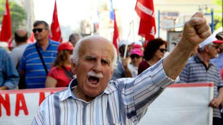 Tausende Menschen sind in Athen auf die Straße gegangen, um gegen eine Reihe von Reformen im Zusammenhang mit dem Rettungspaket zu protestieren. Am Freitag und Samstag verhandeln die europäischen Finanzminister auch über Griechenland.
