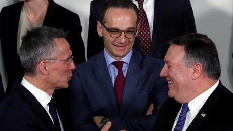NATO-Generalsekretär Jens Stoltenberg, Bundesaußenminister Heiko Maas und US-Außenminister Mike Pompeo am 27. April 2018 auf dem Treffen der NATO-Außenminister in Brüssel.