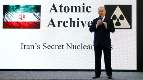 Benjamin Netanjahu bei seiner Präsentation, Tel Aviv, Israel, 30. April 2018.