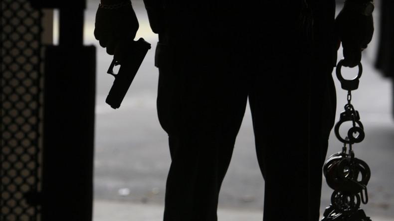 US-Bürger bekommt drei lebenslange Freiheitsstrafen wegen Mordes an Eltern und Schwester