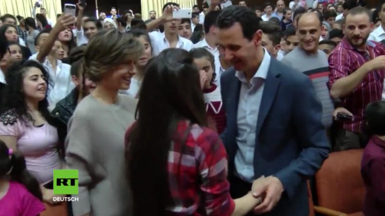 Syrien: Assad und seine Frau besuchen Kriegswaisen-Schule und werden unter Jubel empfangen