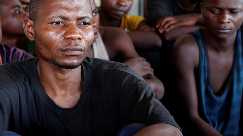 Migranten in Baden-Württemberg verhindern Abschiebung eines Kongolesen