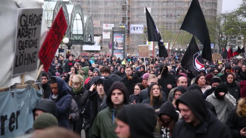 """1. Mai in Hamburg: Über 2.000 Menschen versammeln sich gegen """"Sch***-Kapitalismus"""""""
