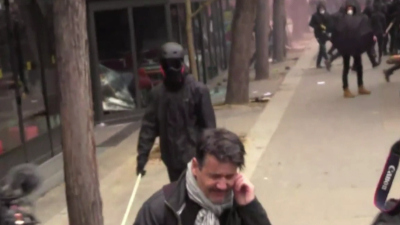 Proteste am 1. Mai: Schwarz Vermummte zerstören McDonald's-Filiale in Paris