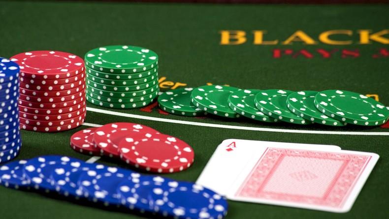Autorin verschiebt Veröffentlichung von Buch über Poker: Sie gewinnt große Summen bei Recherche
