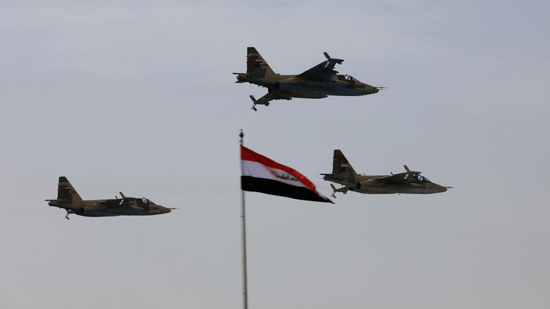 Irakische Luftstreitkräfte bombardieren IS-Stellungen in Syrien