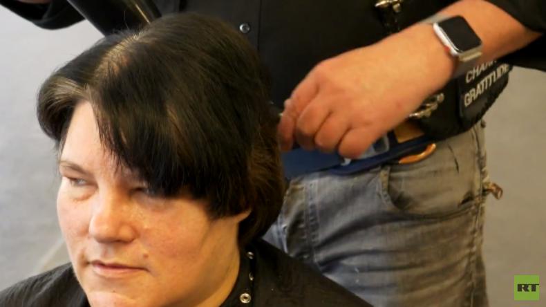 Die Barber Angels: Rocker schneiden Obdachlosen die Haare (Video)