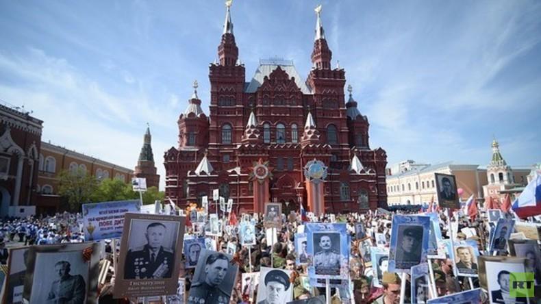 """LIVE am Tag des Sieges: """"Unsterbliches Regiment"""" marschiert durch Moskau"""