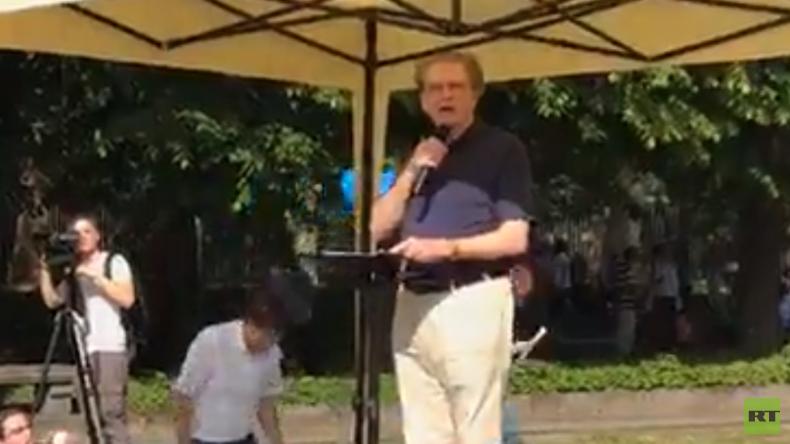 LIVE: Demonstration des Friedens am Sowjetischen Ehrenmal in Berlin-Treptow