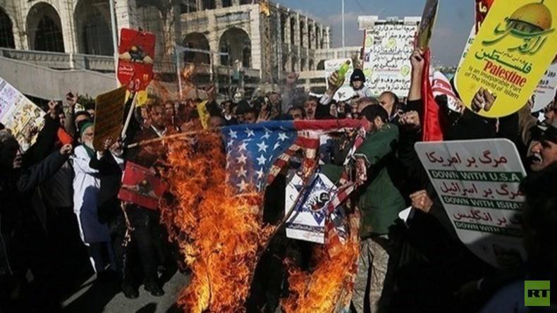 Live aus Teheran: Demonstranten protestieren gegen Trump's Entscheidung zum Atom-Abkommen