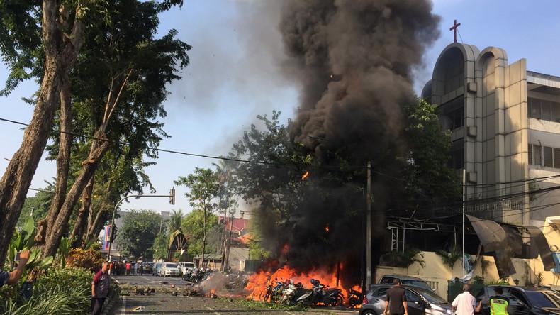 """Terrormiliz """"Islamischer Staat"""" bekennt sich zu Kirchen-Anschlägen in Indonesien"""