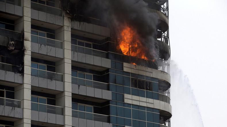 Brand zerstört Hochhaus in Dubai – Sandsturm erschwert Löscheinsatz