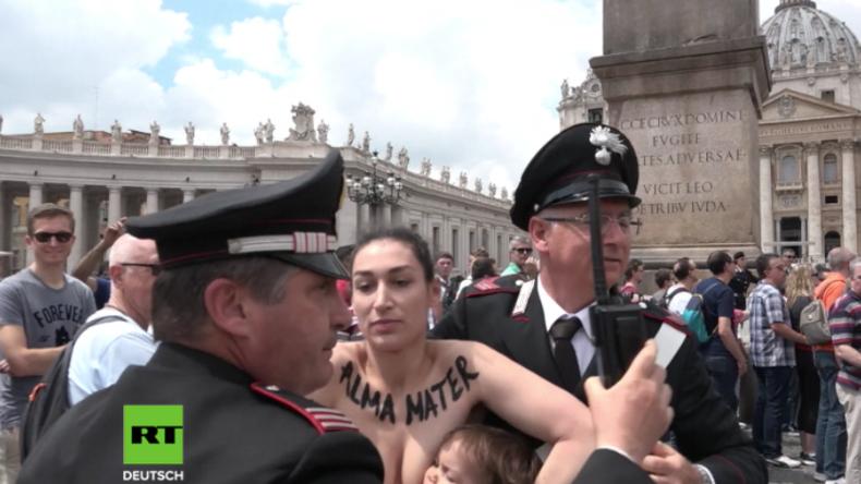 FEMEN-Aktivistin stellt Protest auf neue Stufe: Barbusige lässt Kind im Vatikan an Brust saugen