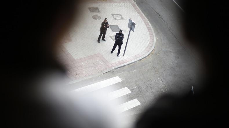Multiple Identitätsfälschung: Spanische Polizei fasst flüchtigen Briten mit 75 falschen Ausweisen