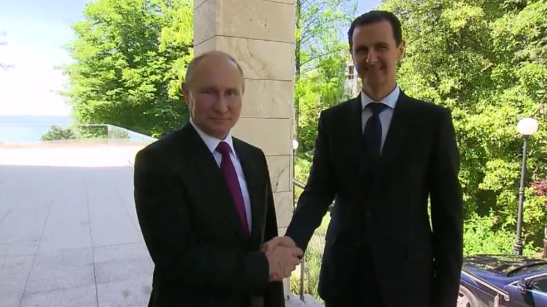 Bahn frei für Hilfe und Frieden: Assad und Putin treffen überraschend in Sotschi zusammen