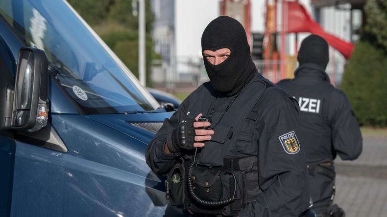 """Polizisten locken Gesuchten mit """"Schlüssel-Trick"""" auf die Wache"""