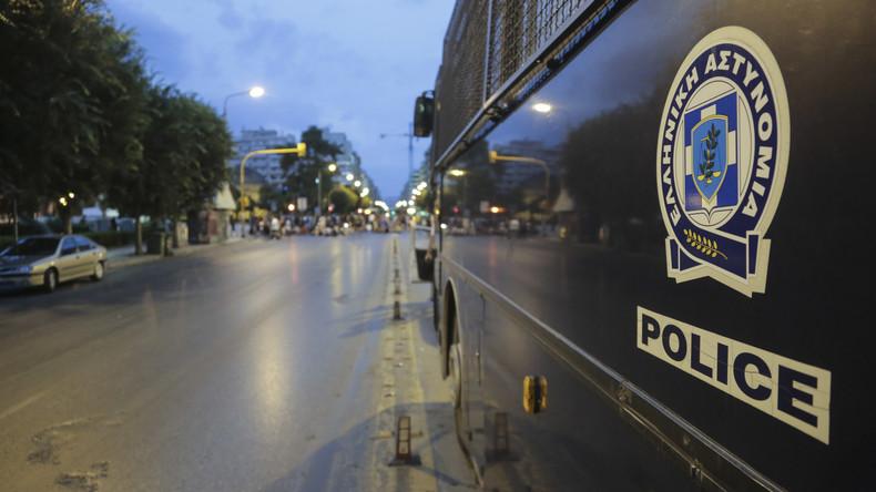 Griechische Polizei befreit Migranten und nimmt vier Schleuser fest
