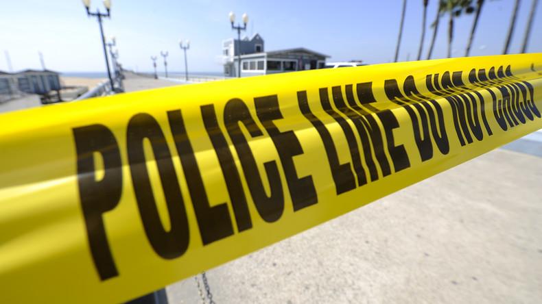 Mann kommt in Lokal mit Familie, verlässt sie und rast absichtlich in Café: 2 Familienmitglieder tot