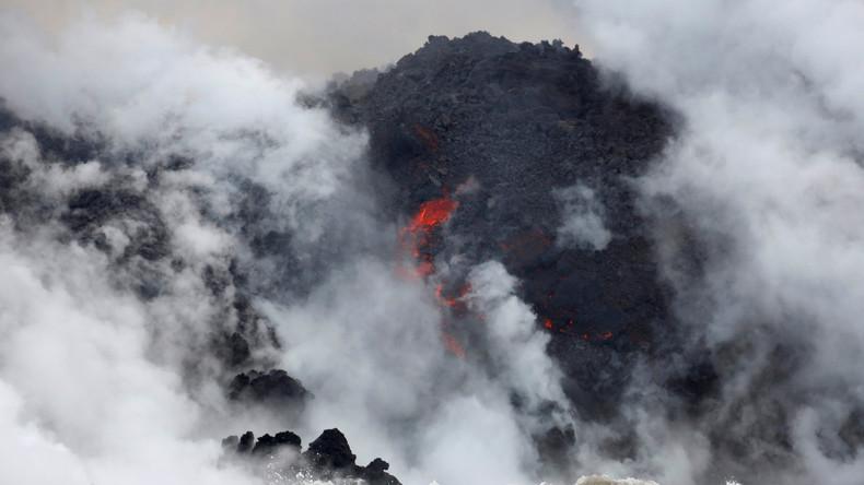 """""""Lava-Dunst-Alarm"""" auf Hawaii: Lava erreicht Ozeanküste und kühlt im Wasser ab [FOTOS, VIDEOS]"""