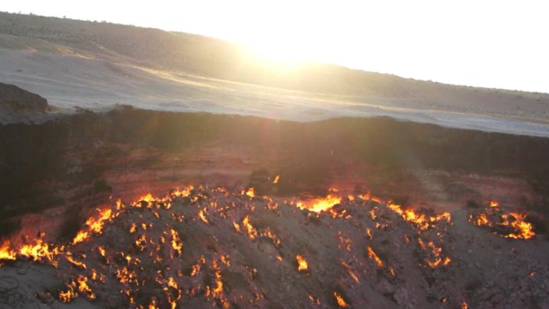 Menschen zwischen Himmel und Hölle - Das Tor in die Unterwelt lockt Touristen nach Turkmenistan
