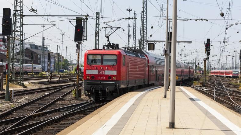Zug stößt in Hessen mit Lastwagen zusammen: Mehrere Verletzte