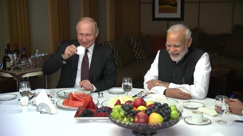 """""""Enge Freunde"""" - Putin und Indiens Premier Modi absolvieren Bootstour und Führung durch Sotschi"""