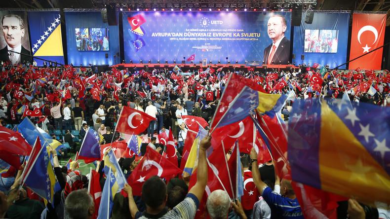 """""""Aus Europa in die Welt"""": Türkischer Präsident Erdoğan wirbt in Sarajevo für Stimmen"""