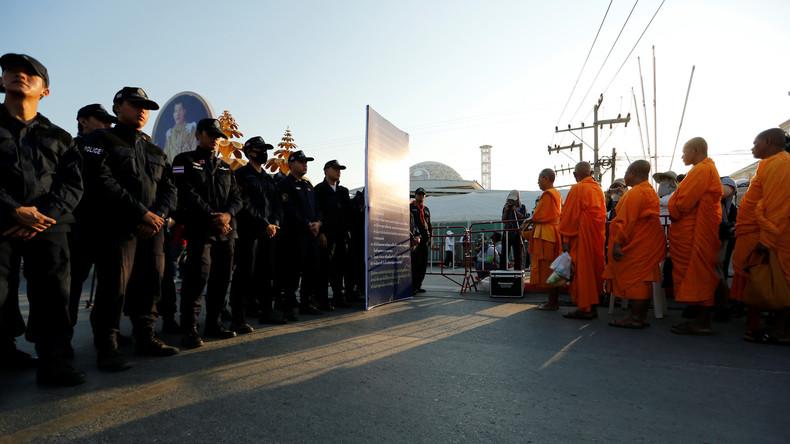 Thailändische Polizei nimmt Mönche bei Razzien in buddhistischen Tempeln fest