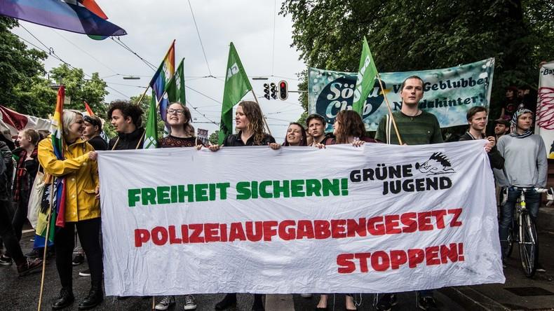 Polizeiaufgabengesetz tritt ab Freitag in Kraft - Grüne und SPD kündigen Widerstand und Klagen an