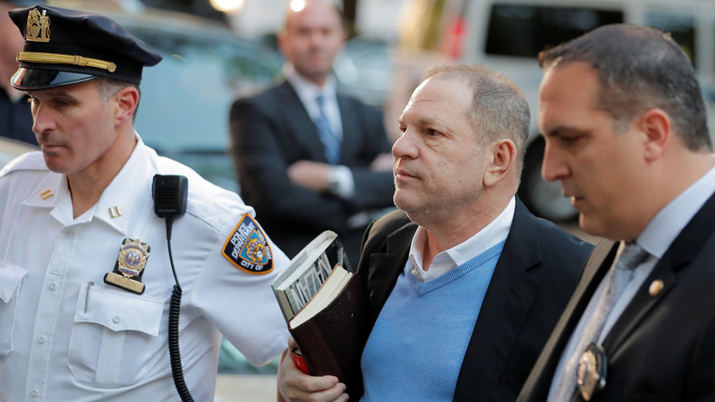 Filmproduzent Harvey Weinstein stellt sich der Polizei in New York