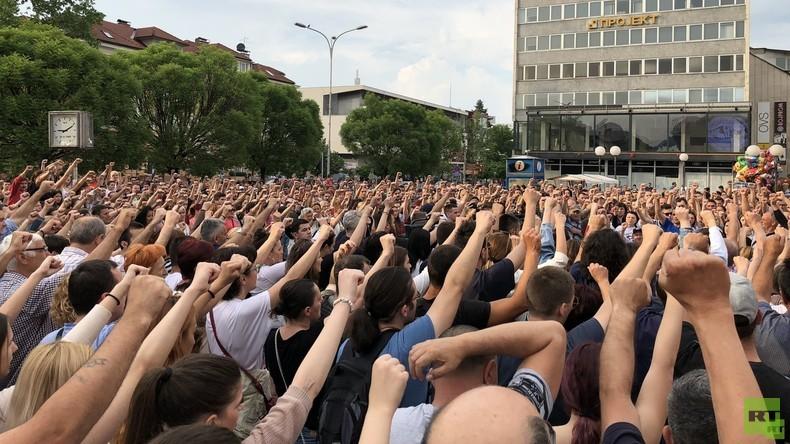 """Ein Mordfall erschüttert die Republika Srpska: Demonstranten fordern """"Gerechtigkeit für David"""""""