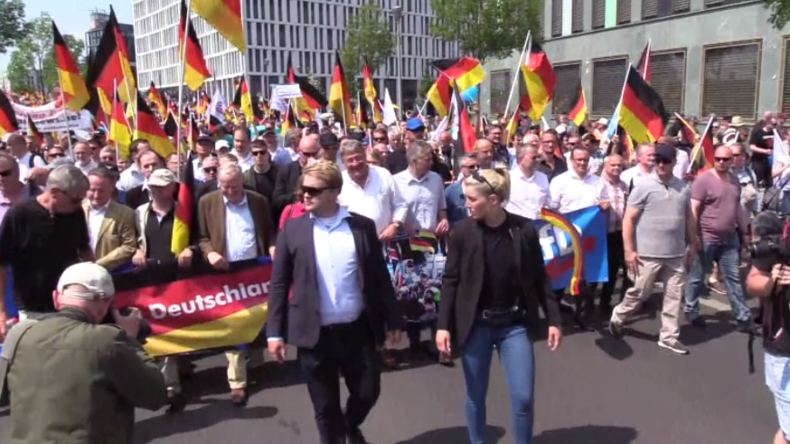"""Berlin: AfD-Marsch """"Zukunft Deutschland"""" erfährt massiven Gegenprotest"""