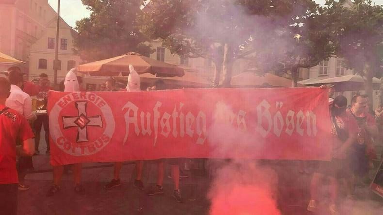 Ermittlungen: Foto mit Ku-Klux-Klan-Kapuzen nach Fußballspiel in Cottbus