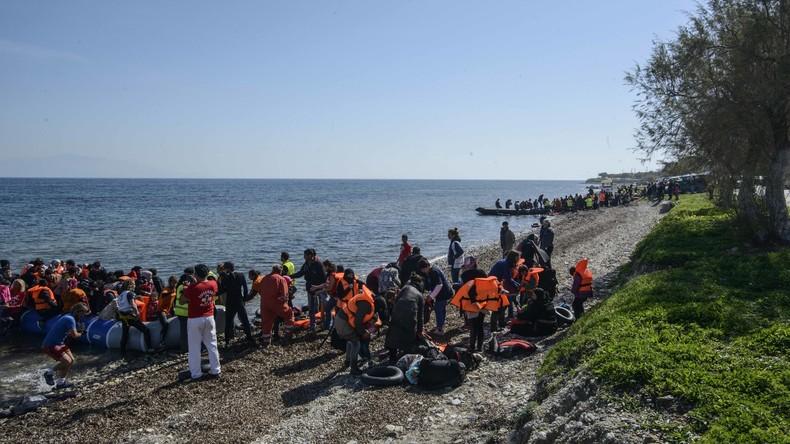 Griechische Küstenwache entdeckt Migranten auf dem Weg nach Italien