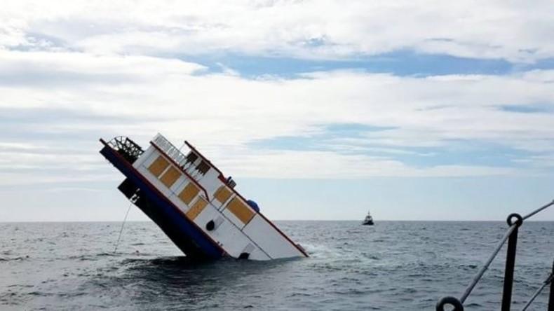 Historischer Raddampfer MV Oliver Cromwell bei Transport auf Irischer See versunken