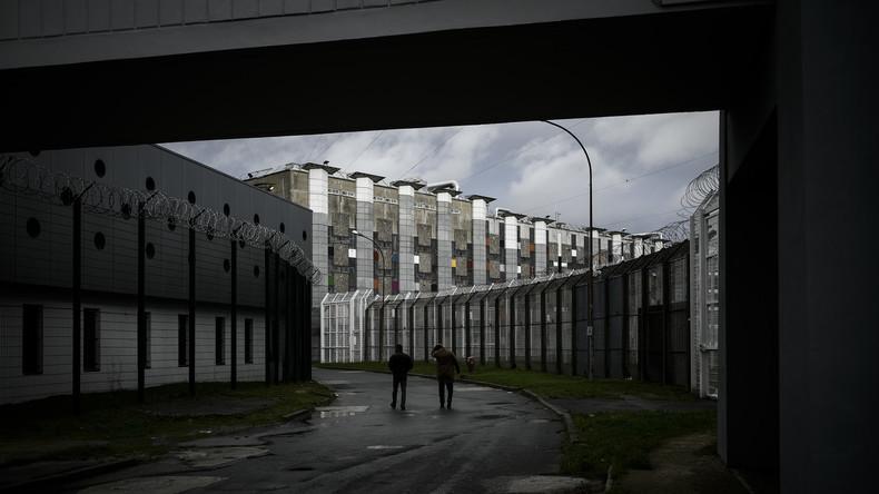 Radikalisierung und Selbstmorde unter Wärtern - Alltag in Europas größtem Dschihadistenknast