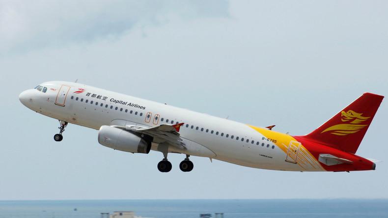 China: Flugzeugfenster platzt nach heftigen Turbulenzen und zwingt Maschine zur Notlandung