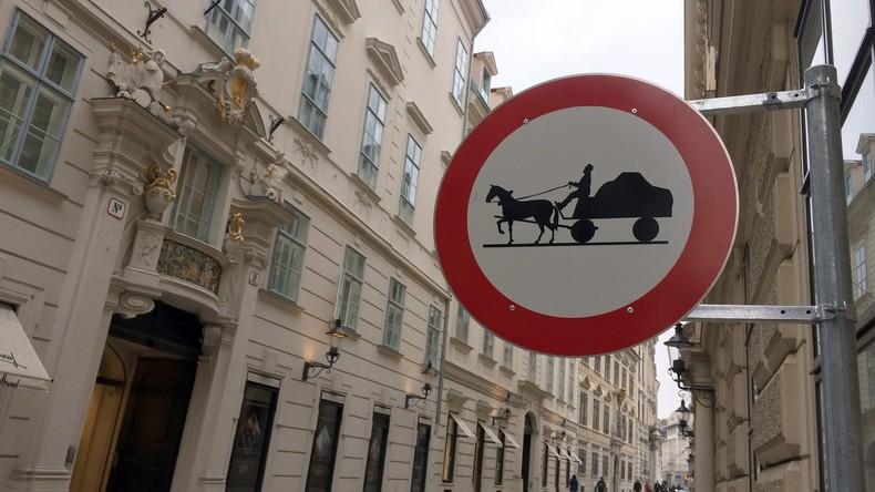 Ride and park: Abgeordneter aus Kamtschatka fordert Pferde-Parkplatz am Arbeitsplatz