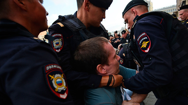 EU-Doppelstandards: Illegale Demo in Russland auflösen böse - Demo niederknüppeln in Katalonien gut