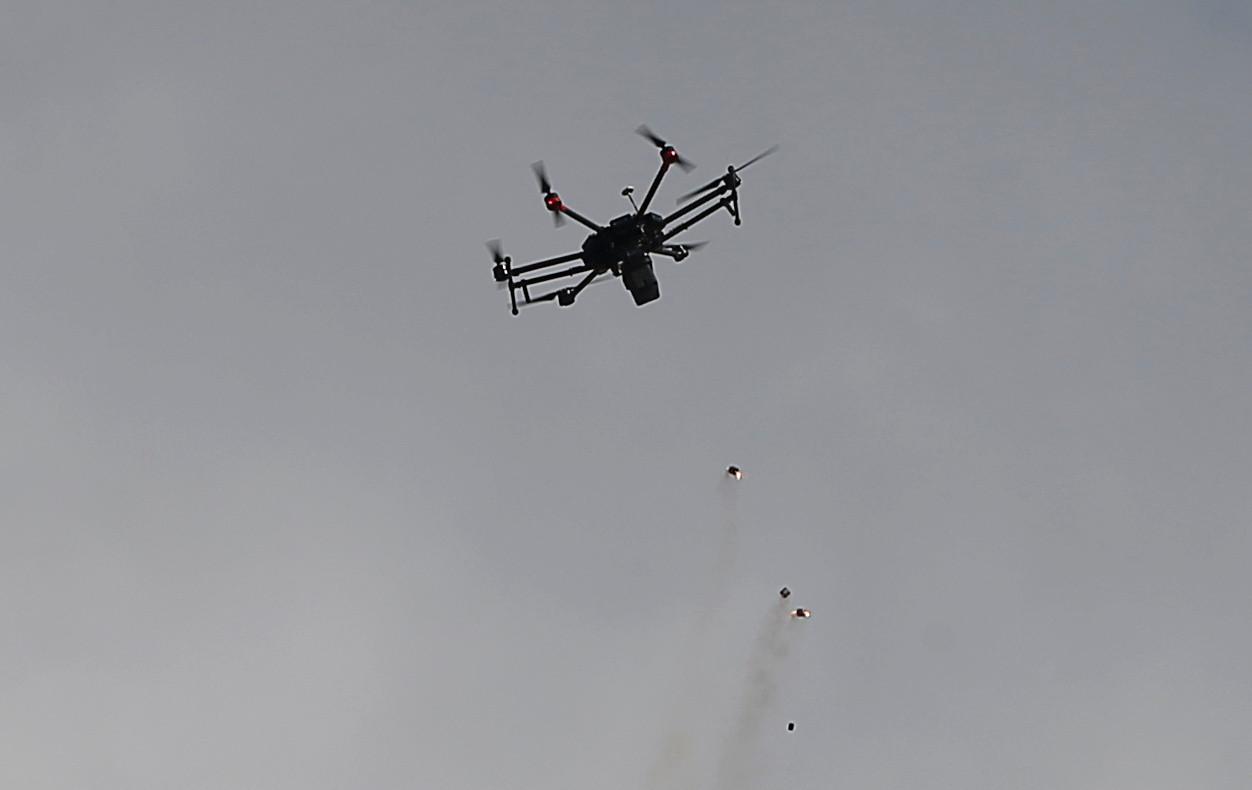 Palästinenser holt Drohne mit Zwille vom Himmel