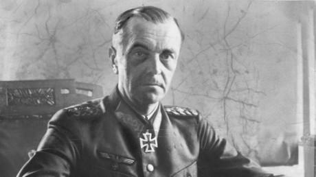 Friedrich Paulus, im Januar 1942 zum General befördert, als Oberbefehlshaber der 6. Armee.