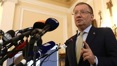 Der russische Botschafter Alexander Jakowenko während einer Pressekonferenz.