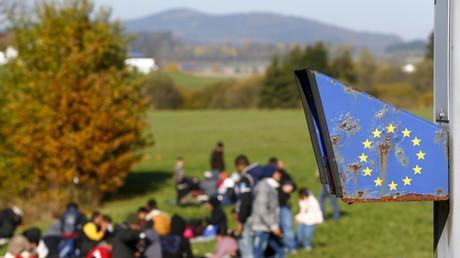 Migranten an der österreichisch-deutschen Grenze am 27. Oktober 2015  in Wegscheid bei Passau.