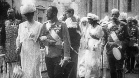 Die Romanows auf der Feier zum dreihundertjährigen Jubiläum ihrer Herrschaft.
