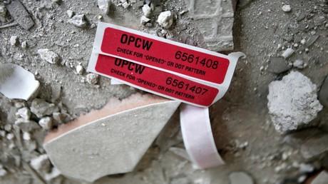 Etiketten der Organisation für das Verbot chemischer Waffen (OPCW) in einem beschädigten Haus in Duma (23. April)