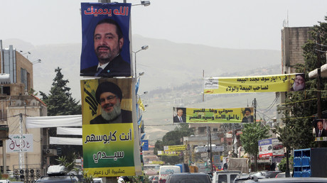 Im Libanon ist der Wahlkampf im vollen Gange. Die Plakate zeigen Premierminister Saad al-Hariri und den Hisbollah-Anführer Hassan Nasrallah.