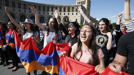 Anhänger der Opposition während einer Kundgebung am 2. Mai in Jerewan.