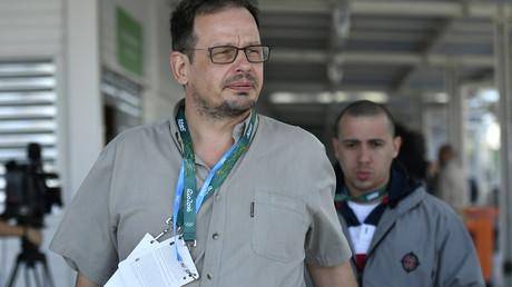 Keinem geringeren als dem sich als investigativen Journalisten verstehenden Hajo Seppelt wird die Teilnahme an der großen Sause vor Ort verweigert.